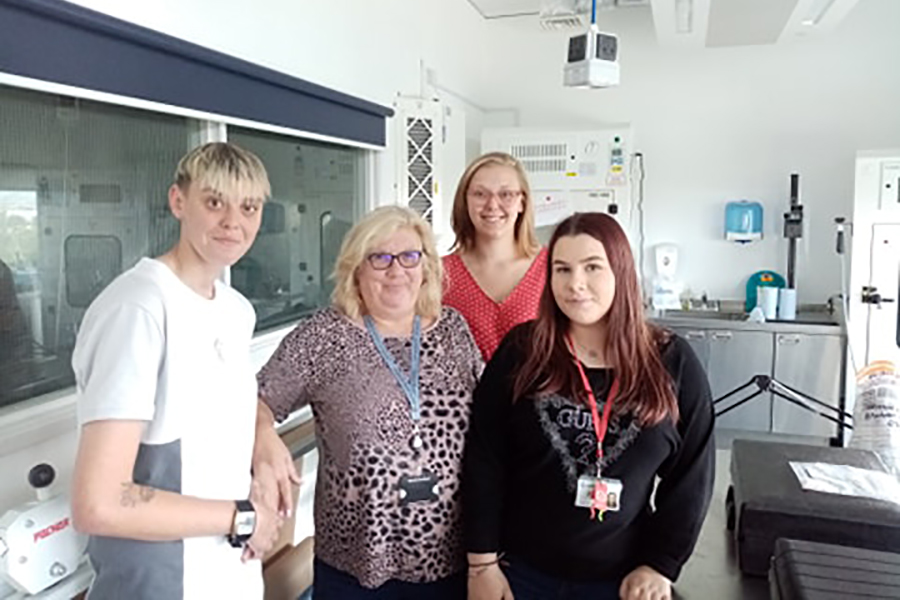 Youth Commission member visit drugs lab